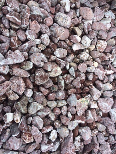Червени камъчета